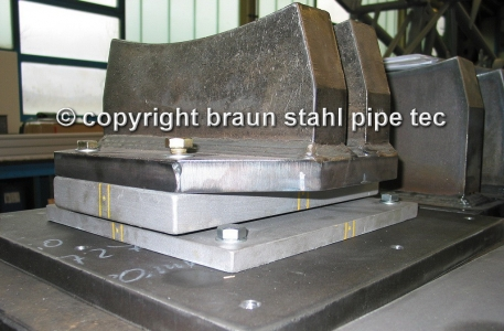 Sliding support, expansion joint